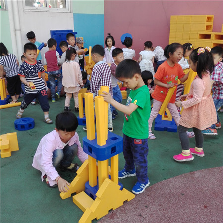 鹤壁市实验幼儿园 大型建构区搭建活动 > 鹤壁市实验幼儿园